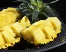 大玉がたくさん入荷中の『石垣パイナップル』