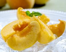 今年の入荷は1度切り 新品種黄桃「つきあかり」